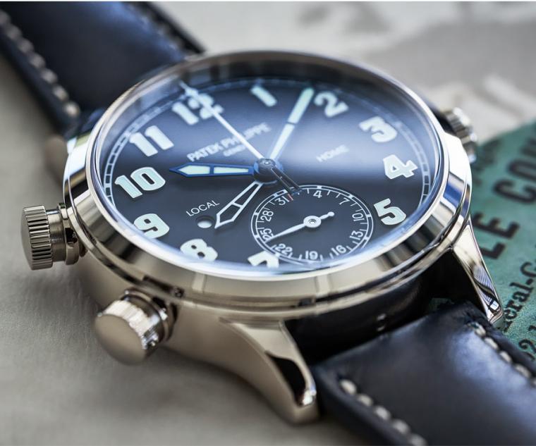百達翡麗Calatrava 飛行員兩地時間腕錶。型號:7234G-001/直徑37.5mm 18K白金錶殼/324 S C FUS自動上鍊機芯,動力儲存45小時/防水30米