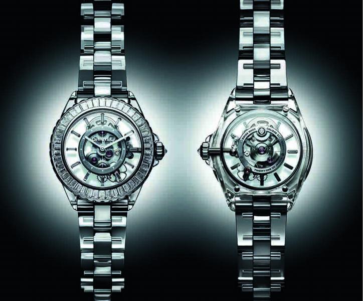 38毫米藍寶石水晶錶殼/時間顯示/Caliber 3.1手動上鍊鏤空自製機芯,約55小時動力儲存/藍寶石水晶錶盤/藍寶石水晶錶鍊搭配雙層折疊式錶扣/防水30米/鑽石:92顆總重約7.76克拉長階梯形切割鑽石及1顆重約0.15克拉明亮式切割鑽石/限量編號發行12枚
