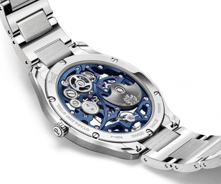 PIAGET Polo系列伯爵藍鏤空超薄精鋼腕錶鏤空錶底蓋,展示了複雜鏤空機芯的設計。