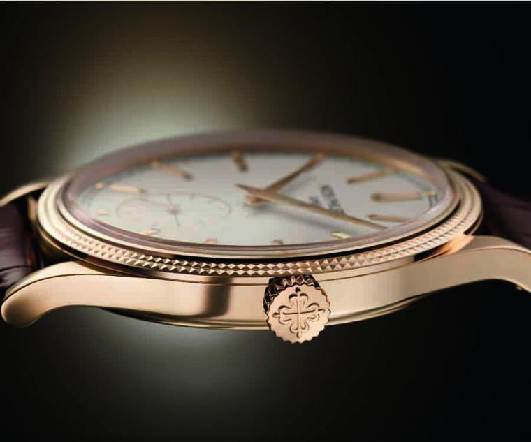 6119R薄型化錶殼的線條十分優美。