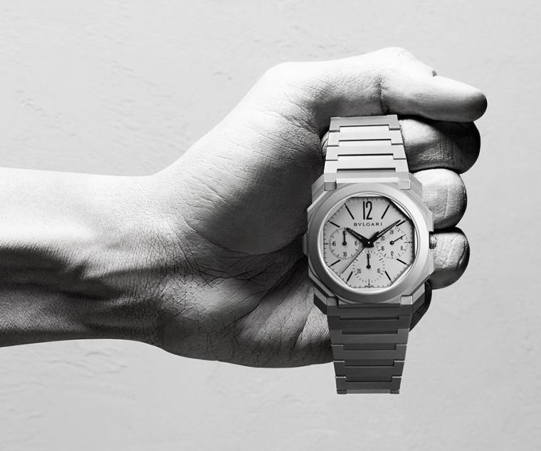 直徑42mm鈦金屬錶殼/時間指示、計時碼錶、第二時區/BVL 318自動上鍊機芯/藍寶石水晶鏡面、透明底蓋/防水30米